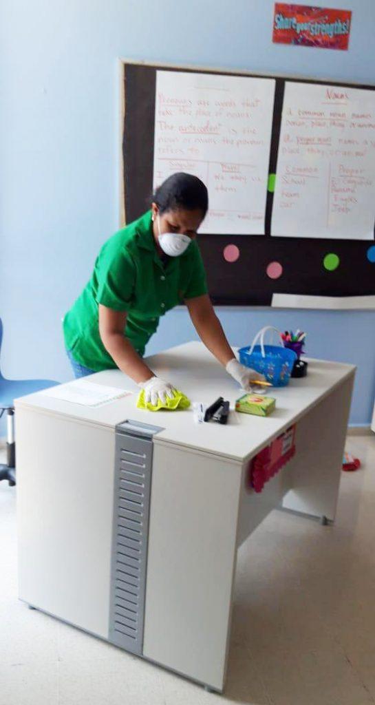 Limpieza de colegios y universidades en Panamá